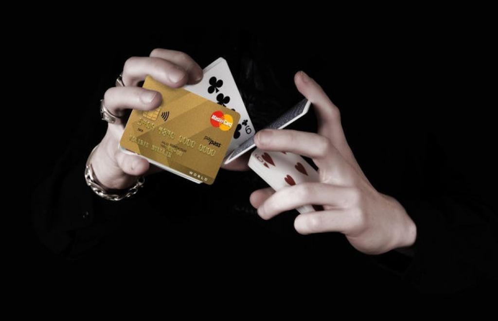 Раскрыта новая схема мошенничества с банковскими картами россиян