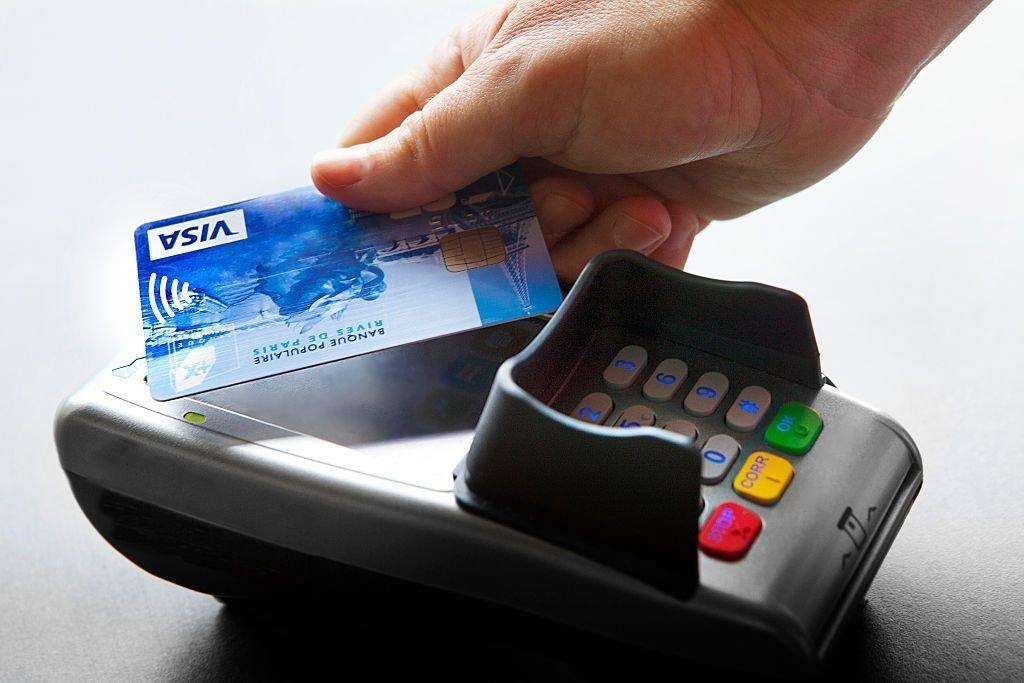 Жителям РФ рассказали о рисках при использовании банковских карт