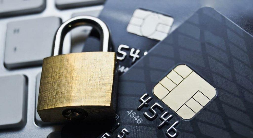 ФО начали блокировать операции пенсионеров из-за мошенников
