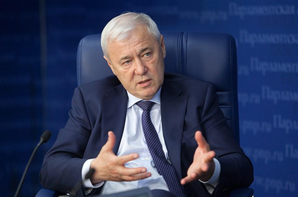 В Госдуме решили наказывать банки за навязывание кредитных карт