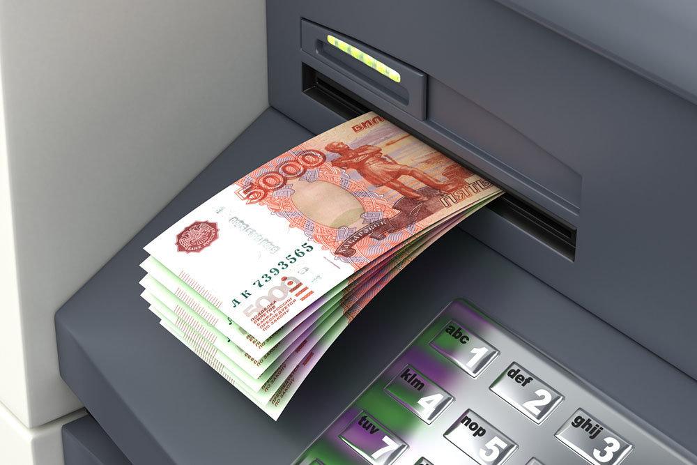 Россияне сняли со счетов 28 миллиардов долларов за год