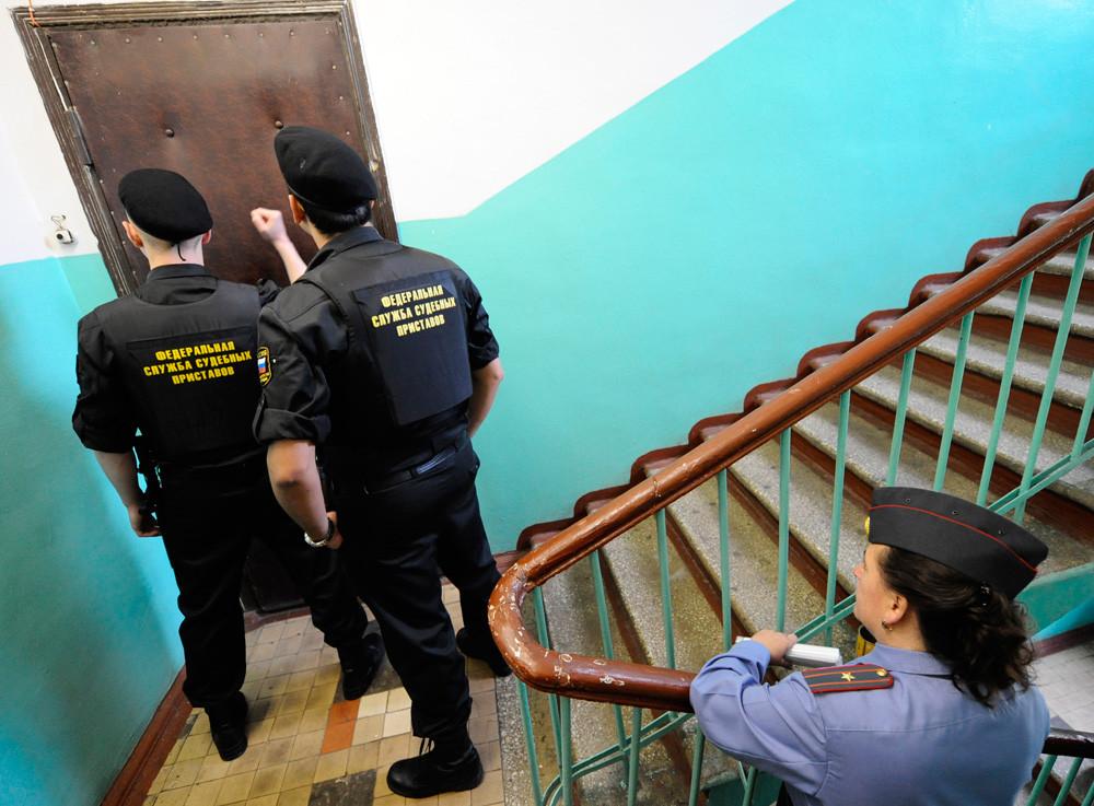 Должников начнут активно выселять из арестованного жилья